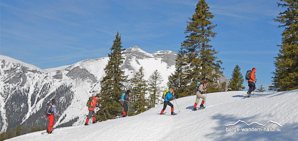 Schneeschuhwandergruppe in Steinberg im Rofan