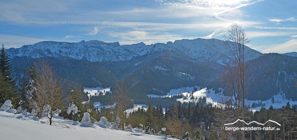 Panoramabild auf die Nordseite der Benediktenwand