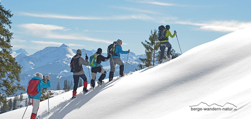 Schneeschuhgruppe beim Anstieg zum Gipfelziel