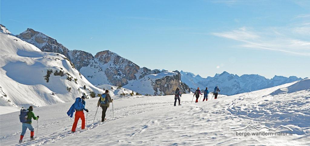 Schneeschuhgruppe im Rofangebirge