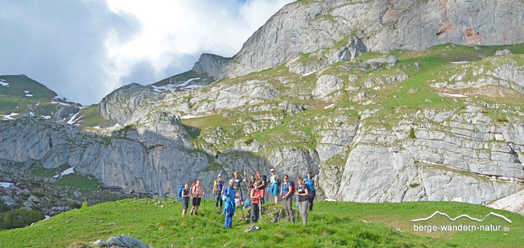 Wandergruppe im Rofangebirge