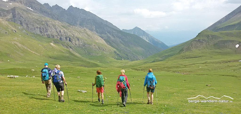 Abstieg zur Brixner Hütte über weite Almhochfläche