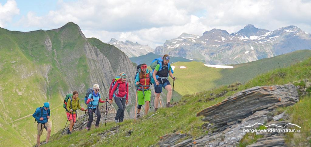 LASI wandergruppe auf Berg- und Gratrücken hoch über dem Schmirntal