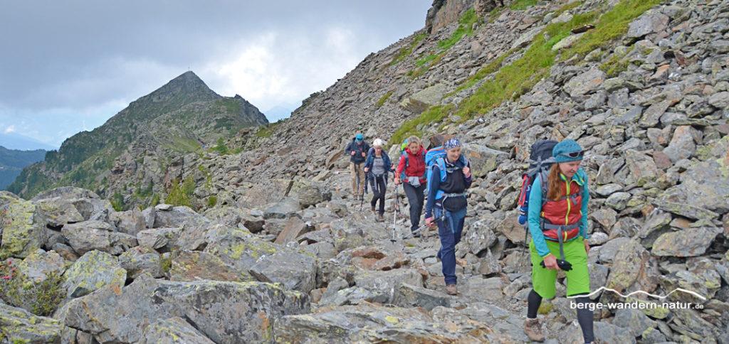 Wandergruppe in den Tuxer Alpen zur Glungezer Hütte