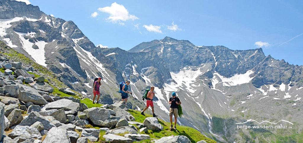 Alpenwanderer im Angesicht der Zillertaler Berge