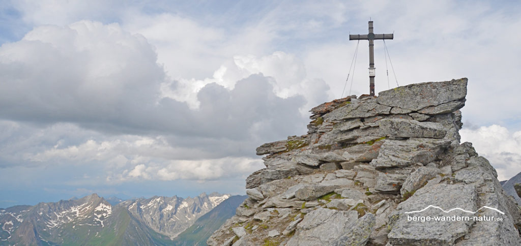 Gipfelkreuz des Kraxentragers, dem hausberg der Landshuter Europahütte.
