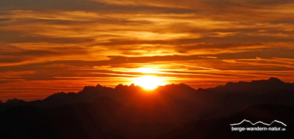 Sonnenaufgang am Christlumkopf am Achensee