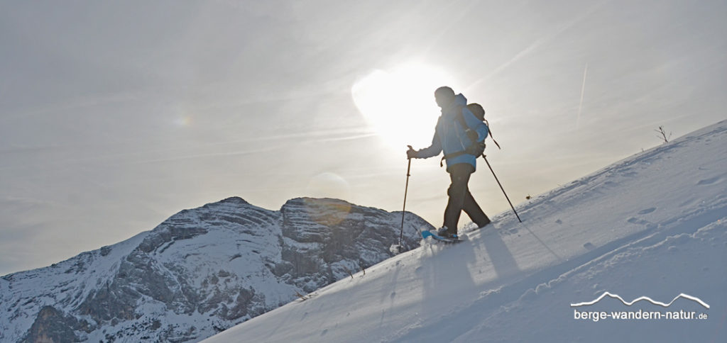Schneeschuhwanderer vor Guffertspitze