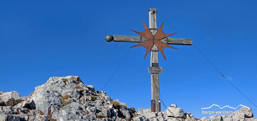 Gipfelkreuz im Rofangebirge